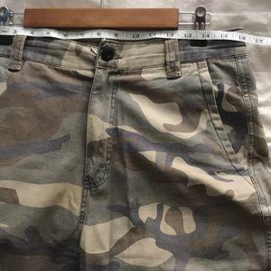 Camo Distressed Pants 28 for Ladies or Gentlemen